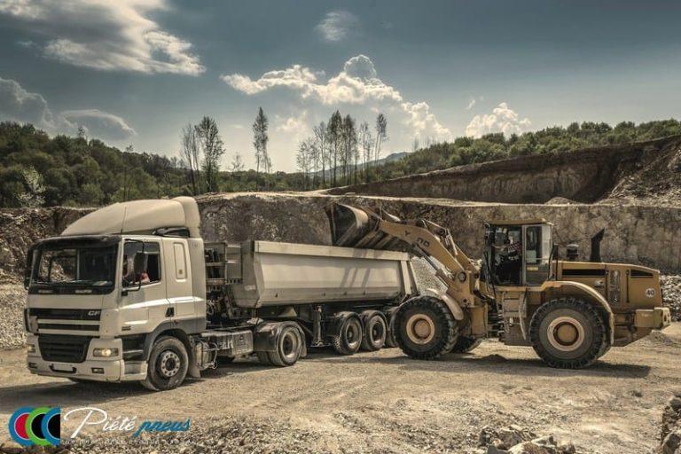 Genie civil camion pelleteuse
