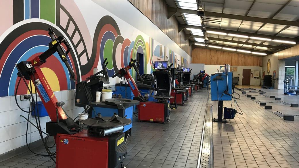 slider Atelier montage pneus voitures