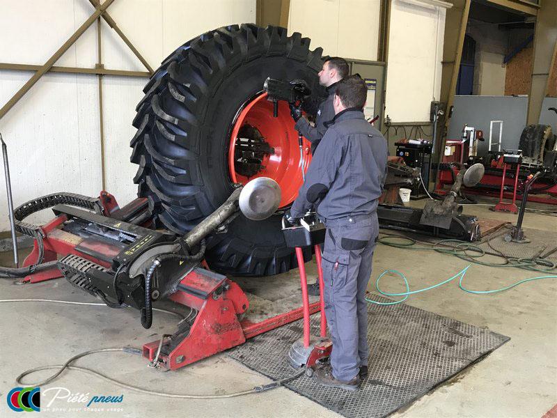 montage-pneu-tracteur-forestier-CLAAS XERION 3800