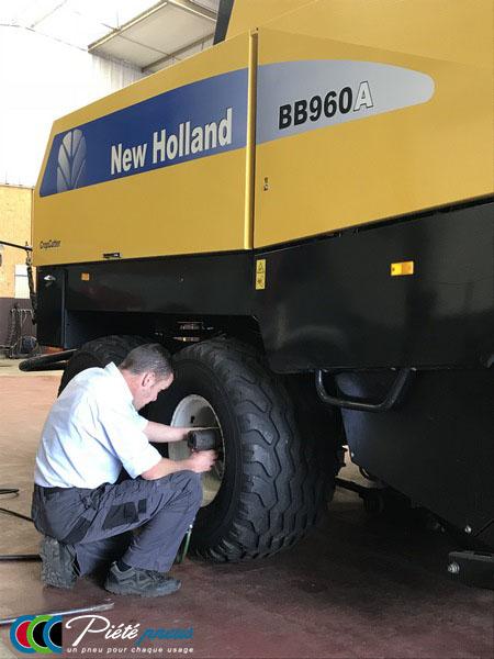 remplacement-pneus-basse-pression-presse-balles-rondes-new-holland-1