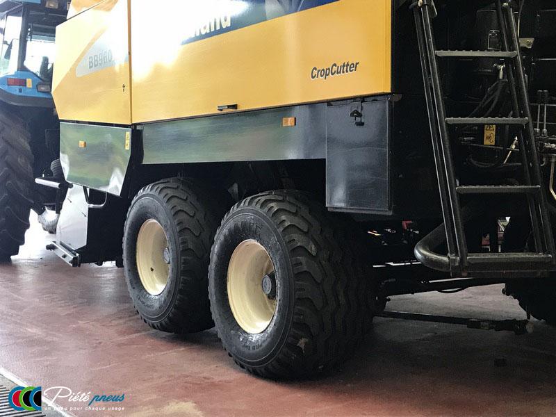 remplacement-pneus-basse-pression-presse-balles-rondes-new-holland-3