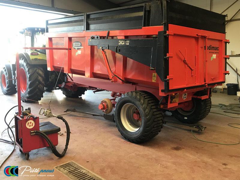 remplacement-pneus-basse-pression-remorque-agricole-1
