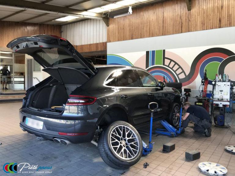 remplacement-pneus-taille-basse-porsche-macan-1
