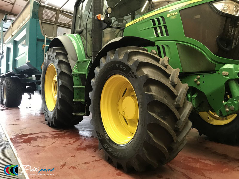 remplacement-pneus-tracteur-john-deere-6170-agraire-2