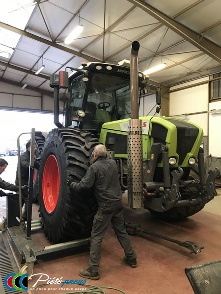 repose-roue-tracteur-forestier-1-CLAAS XERION 3800